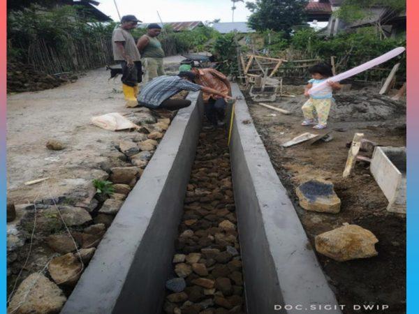 Bangun Drainase, Pemdes Batu Ampar Berdayakan Pekerja Lokal